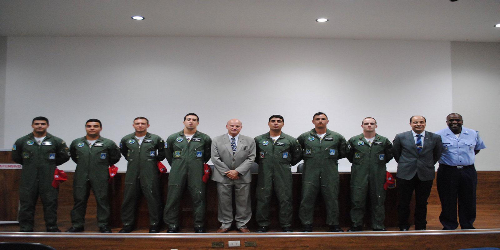 Entrega de Lembranças da ABRA-PAT aos Formandos do CEO - IVR